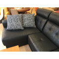 Sofá chaiselongue color negro con motores relax