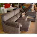Sofá chaise longue con asientos extraibles, arcón y barra lateral